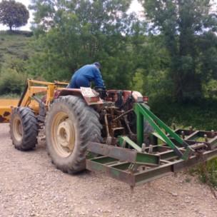 Unser 2.Helfer mit Traktor