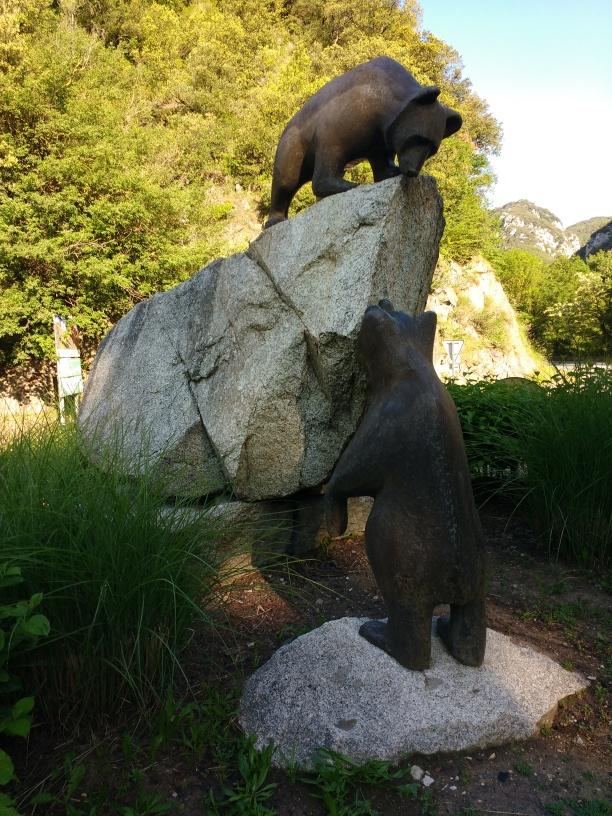 Die Bären am Kreisverkehr
