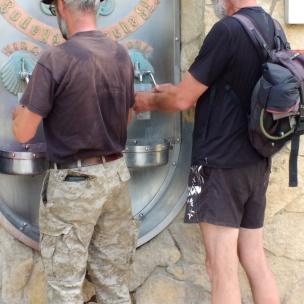 Die Eselstreiber am Weinbrunnen