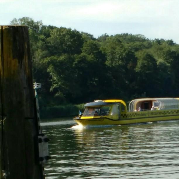 Mit dem Wassertaxi auf die andere Havel-Seite