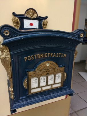 Im Postamt