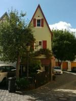 Das schmalste Haus in Nördlingen. Dank der Recherche einer aufmerksamen Blog-Besucherin weiß ich seit 1.8.2019 sogar die Adresse! :-)
