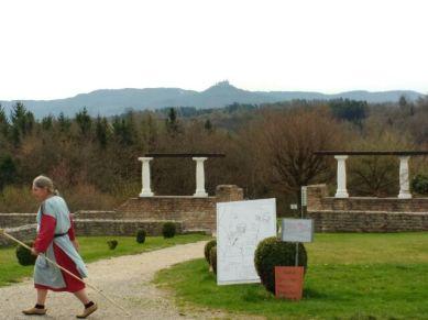 'Römer' in Aktion, im Hintergrund Burg Hohenzollern