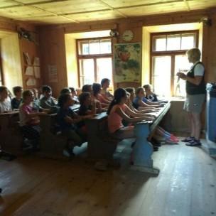 Schule damals mit Schülern von heute