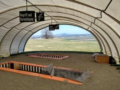 Im Zelt finden Ausgrabungen statt