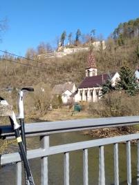 Auf der Neckarbrücke mit Blick zur Burg