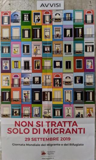 """""""Es geht nicht nur um Migranten"""" - Plakat in der Kirche"""